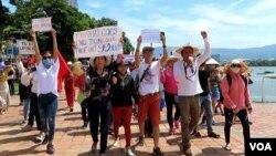 Nhóm đi đầu trong cuộc biểu tình tại Việt Nam vào ngày 10/6/2018.