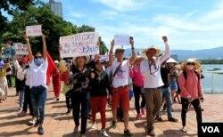 Người dân trong nước biểu tình vào sáng Chủ Nhật, 10/6, chống dự luật Đặc khu Kinh tế và An ninh mạng.