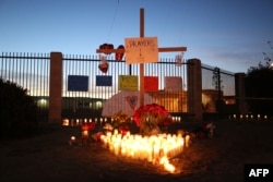 加利福尼亚州圣贝纳迪诺郡的各处举行烛光守夜