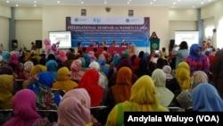 Kongres Ulama Perempuan Internasional di kampus IAIN Syech Nurjati Cirebon, Jawa Barat, Selasa 25 April 2017. Foto: VOA/ Andylala