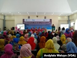 Kongres Ulama Perempuan Internasional di kampus IAIN Syekh Nurjati, Cirebon, Jawa Barat, 25 April 2017. (Foto: VOA/Andylala