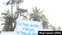 Les partisans affirment que le pouvoir s'obtient par les urnes et non par la rue à Lomé, Togo, 20 septembre 2017. (VOA/Kayi Lawson)