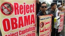 گروه اسلامی حزب اتحریر در اعتراض به سفر باراک اوباما به اندونزی. ۱۶ نوامبر ۲۰۱۱