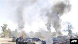 Xe bồn bị đốt cháy tại Dera Murad Jamali, tây nam Pakistan, ngày 15 tháng 1, 2011