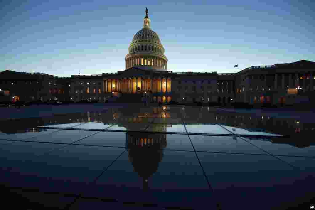 نمایی از ساختمان کنگره در پایتخت آمریکا