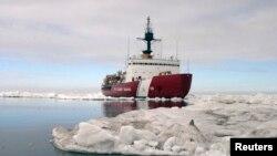 Ледокол «Polar Star» береговой охраны США в Арктике (архивное фото)