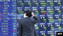 Një agjenci kreditimesh rendit në nivel më të ulët borxhin japonez