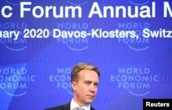 資料照片:世界經濟論壇主席布倫德在瑞士日內瓦舉行記者會。 (2020年1月14日)