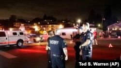 Polícia depois da queda do avião em Seatlle