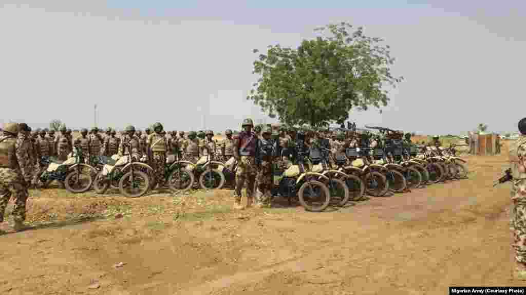Sojojin Najeriya a jikin baburan da zasu rika shiga daji da su wajen yakar 'yan Boko Haram