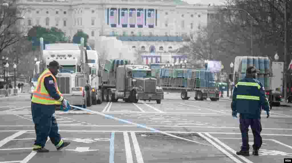 کارگران در اطراف خیابانهای منتهی به کنگره در حال محدود کردن رفت و آمدها هستند.