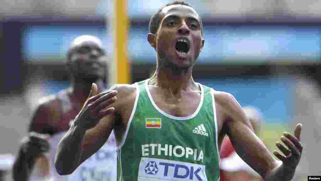 Kenenisa Bekele Beyecha éthiopien de 34 ans, spécialiste des courses de fond. Il a remporté vingt-huit titres majeurs lors de compétitions internationales : 3 médailles d'or aux Jeux olympiques, cinq médailles d'or aux championnats du monde sur piste, ainsi que vingt titres mondiaux lors des championnats du monde de cross-country.