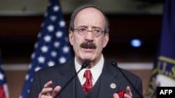الیوت انگل، رئیس کمیته روابط خارجی مجلس نمایندگان ایالات متحده، گفته است که این طرح «به تحریم ایران برای بیثبات سازی در منطقه» ادامه میدهد.
