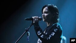 Dolores O'Riordan, vokalis The Cranberries ketika tampil di The Palladium, London, Inggris.