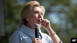 Hillari Klinton Əmək Günü festivalında nitqini dayandıraraq öskürür. Klivlend, Ohayo. 5 sentyabr, 2016.