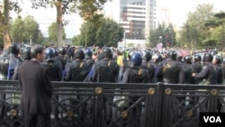 Polis aksiya iştirakçılarına qarşı