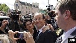 فرانسوا اولاند با پیروزی در انتخابات فرانسه سرکوزی را از صحنه بیرون کرد