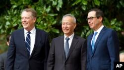 Phó Thủ tướng Trung Quốc Lưu Hạc cùng Đại diện Thương mại Mỹ Robert Lighthizer (trái) và Bộ trưởng Tài chính Mỹ Steven Mnuchin (phải).
