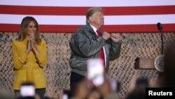Tổng thống Donald Trump và Đệ nhất phu nhân Melania phát biểu trước binh sỹ Mỹ ở Iraq