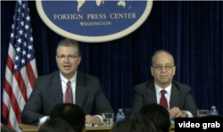 奥巴马政府官员预告奥习会内容(左为白宫国安会亚洲事务主任康达,右为国务院亚太助卿拉塞尔)