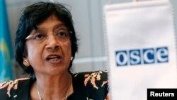 Bà Navi Pillay nói rằng những vụ tấn công nhắm vào những nơi được sử dụng riêng cho mục tiêu trợ giúp nhân đạo có thể là tội ác chiến tranh.