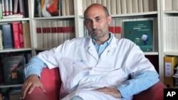 Dr. Laurent Lantieri ศัลยแพทย์จากโรงพยาบาล Georges Pompidou
