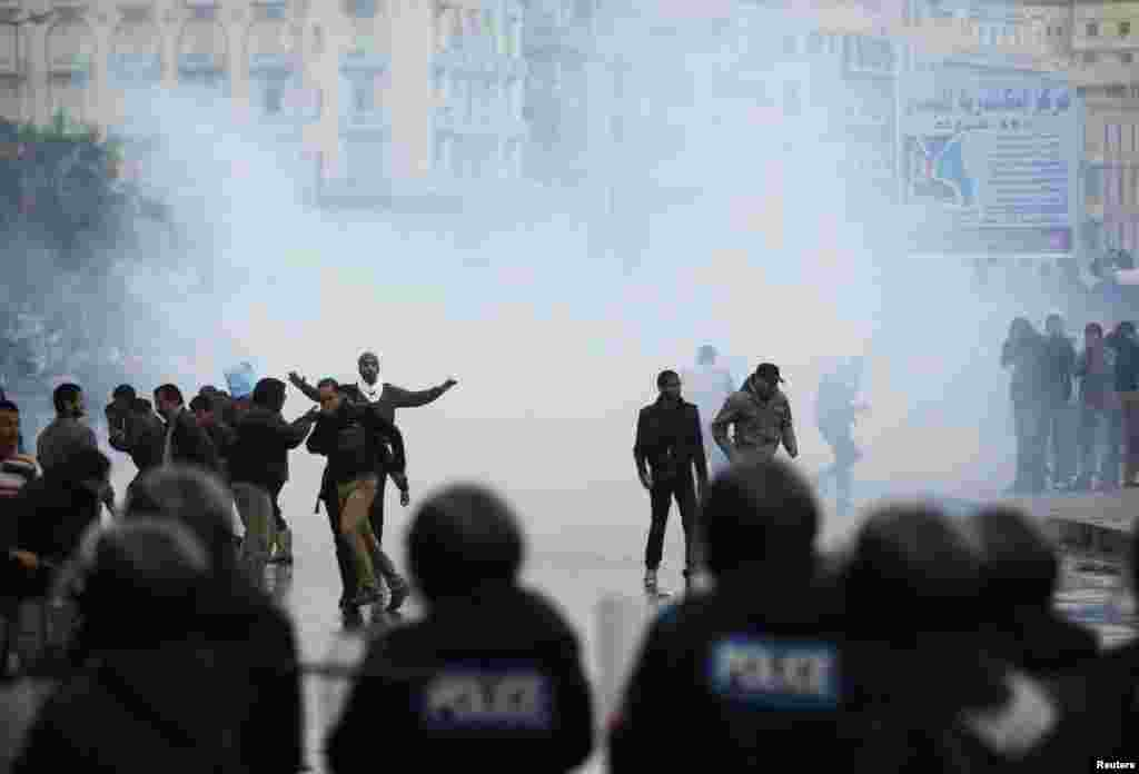 Riot police use tear gas to disperse protesters opposing Egyptian President Mohamed Morsi in Alexandria, Egypt, December 21, 2012.