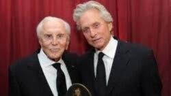 مایکل داگلاس جایزه یک عمر دست آورد هنری را از دست پدرش دریافت کرد