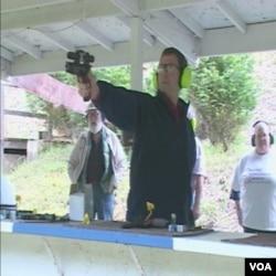 U Sjedinjenim Državama postoje brojna strelišta za trening u gadjanju