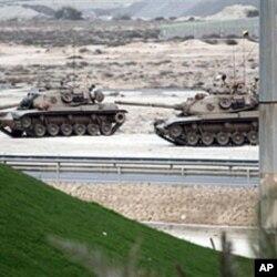 Des chars de combat en route pour Manama