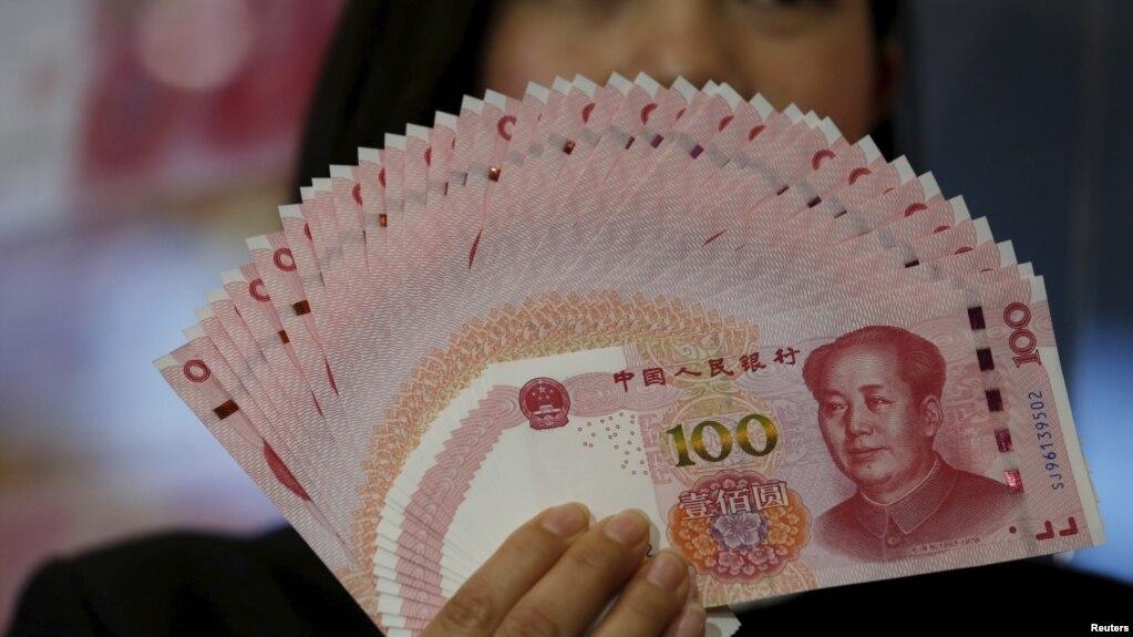 Đồng Nhân dân tệ mệnh giá 100 đồng phiên bản năm 2015. Đồng tiền của Trung Quốc đang được lưu hành tại các tỉnh biên giới phía bắc của Việt Nam và thống đốc NHNN cho biết quy định này không vi phạm hiến pháp như nhiều người nghĩ.
