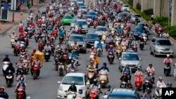 """Kinh tế Việt Nam được dự báo sẽ """"hồi phục mạnh"""" trong năm 2021 nhưng cũng có thể chịu """"những bất ổn đáng kể"""" do khả năng đại dịch bùng phát trở lại."""