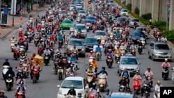 Giao thông trên một đường phố ở Hà Nội. Việt Nam được xếp hạng 51 trên thế giới về mức độ an ninh và an toàn xã hội năm 2019, theo báo cáo của IEP.