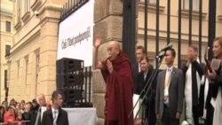 達賴喇嘛訪捷克呼籲保護西藏生態和文化