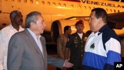 Chávez sostuvo un diálogo con Raúl Castro a su arribo a Cuba, aunque no se dieron detalles sobre lo que hablaron.