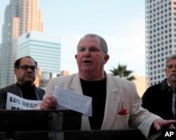 洛杉矶团结教师主席达菲参与游行