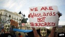Հաքերների «Անոնիմ» («Anynomous») խմբավորման դիմակները կրող ցուցարարներ՝ Իսպանիայի մայրաքաղաք Մադրիդի Պուերտա դել Սոլ հրապարակում, 12 հունիսի 2011 թվական (արխիվային լուսանկար)