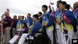 영국의 민간단체 '두라 인터내셔널'은 지난 2012년 런던장애인올림픽에 참석한 북한 선수단을 만난 것을 계기로 북한의 장애인 학생들을 돕는 일을 하고 있다. 사진은 지난 2012년 런던에서 장애인올림픽에 처음으로 참가한 북한 선수단. (자료사진)