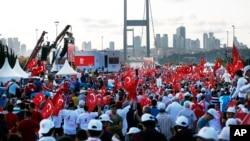 «Похід національної єдності» у Стамбулі у річницю спроби державного перевороту