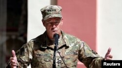 جنرال مېلر او د افغانستان د دفاع وزارت لوی درستیز جنرال یاسین ضیا کندهار ته سفر کړی و