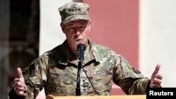 Austin Scott Miller, jenderal Amerika yang memimpin pasukan internasional berbicara di Kabul, Afghanistan (foto: dok).
