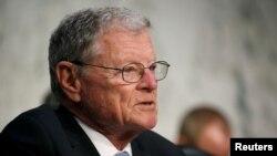 軍委會最資深的共和黨議員、來自俄克拉荷馬州的詹姆斯英霍夫。