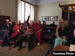 "Warga lokal AS hadir di acara bedah buku ""Pulang"" karya Leila Chudori di Columbia University, NY (dok: Leila Chudori)"