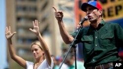 Capriles recomendó a los jóvenes mantener su protesta, pero con disciplina, sin exponerse en las noches a los ataques de paramilitares