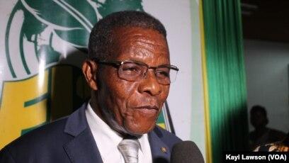 Me Joseph Kokou Koffigoh, ancien premier ministre togolais, Lomé, le 6 novembre 2019, à la foire du Livre. (VOA/Kayi Lawson)