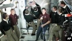 星期一宇航員在國際空間站道別