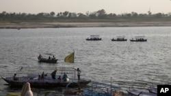 Thuyền đi trên Sông Hằng ở Allahabad, ngày 21 tháng 3, 2017.