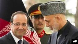 Tổng thống Pháp Francois Hollande (trái) và Tổng thống Afghanistan Hamid Karzai