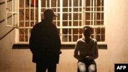 Почему торговля людьми остается серьезной проблемой, и как с ней бороться?