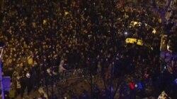 2018-03-26 美國之音視頻新聞:成千上萬人在巴塞羅那抗議前加泰羅尼亞領袖被捕